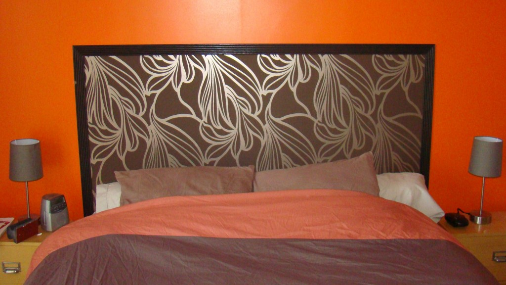 t te de lit trop jolie et pas ch re le tuto en plus la grande maison sur le plateau. Black Bedroom Furniture Sets. Home Design Ideas